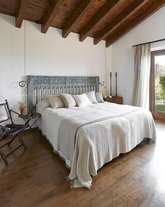 Estilo r stico renovado para una casa en la cerdanya - Decoracion dormitorio rustico ...