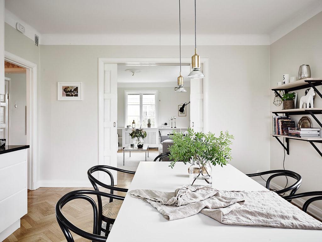 Elegantes puertas correderas dobles de paso al sal n for Salones para pisos