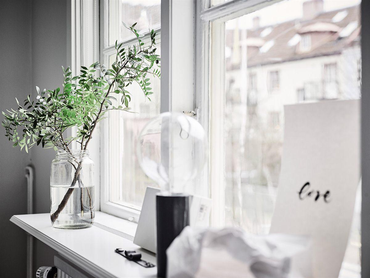 Baldas bajo las ventanas blog tienda decoraci n estilo - Decorar con baldas ...