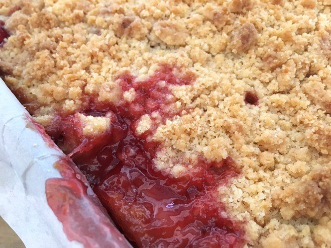 tartas fresa strawberry crumb bars postres rápidos postres fáciles postres delikatissen comida americana bollería Barritas de fresa