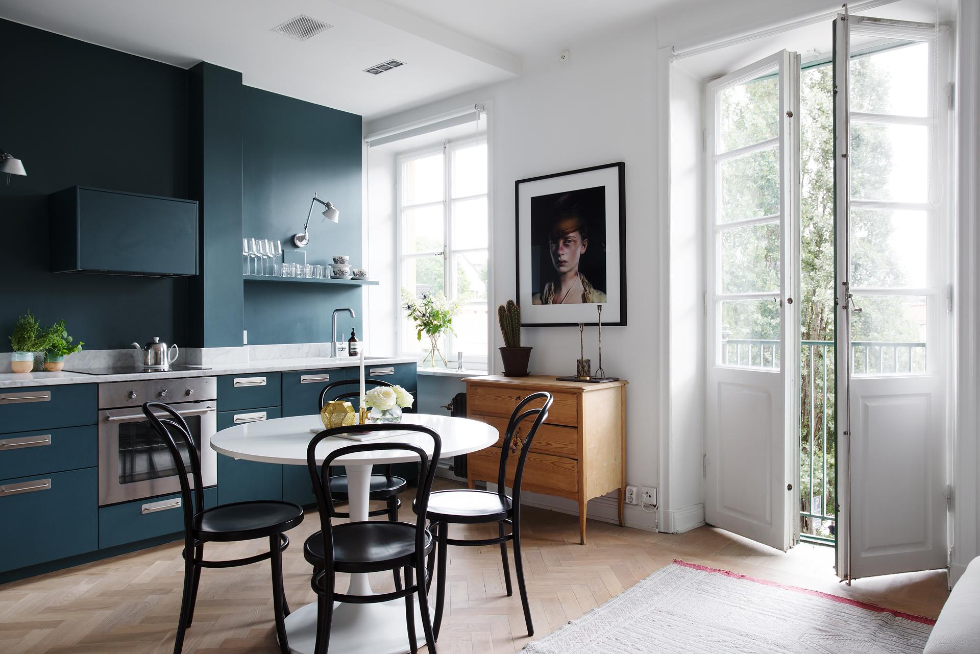 Pintar La Pared De La Cocina Del Mismo Color Que Los Muebles  ~ Como Pintar Un Mueble De Cocina