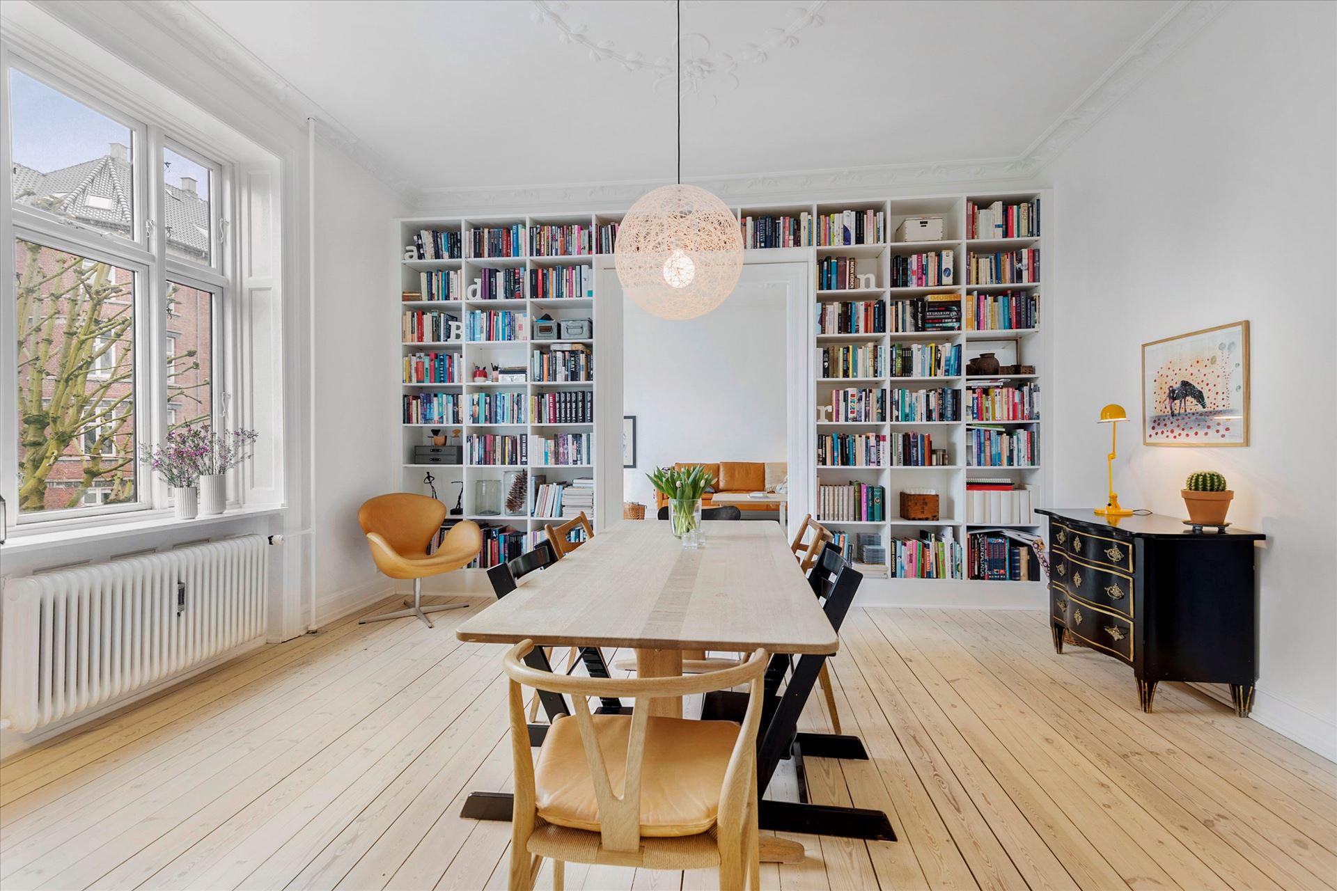 Librer a de obra en el comedor blog tienda decoraci n estilo n rdico delikatissen - Decoracion de librerias ...