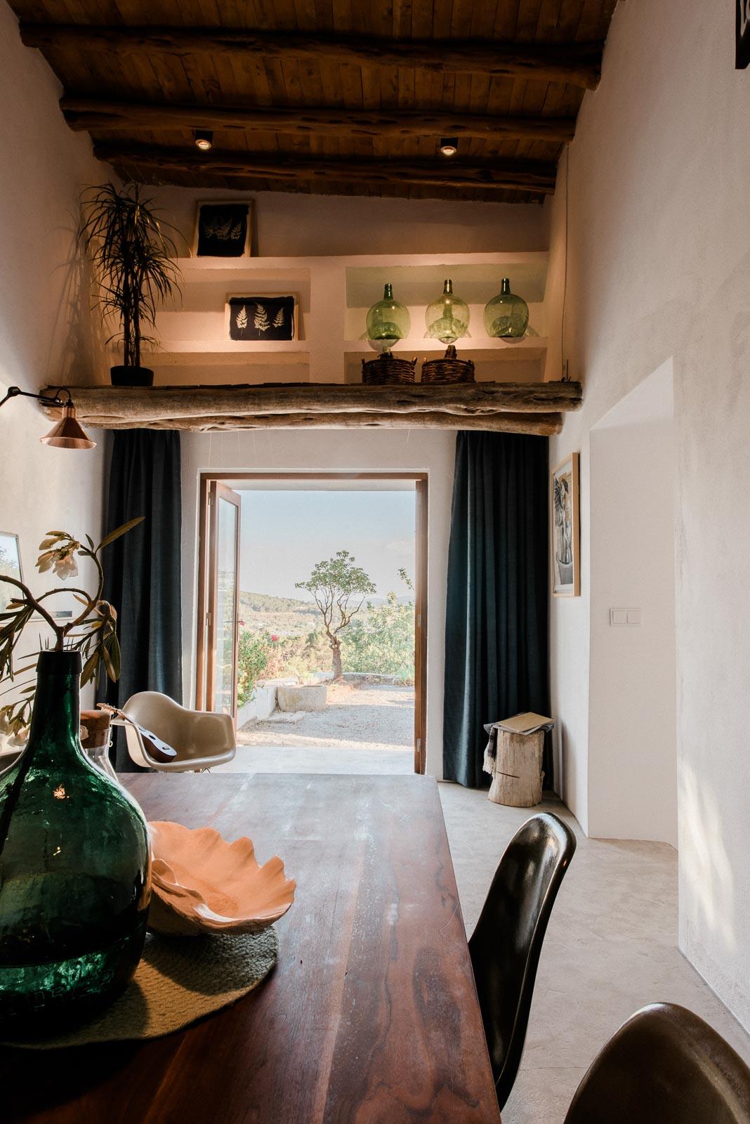 Peque a casa en el campo en ibiza blog tienda decoraci n for Decoracion casas de campo pequenas