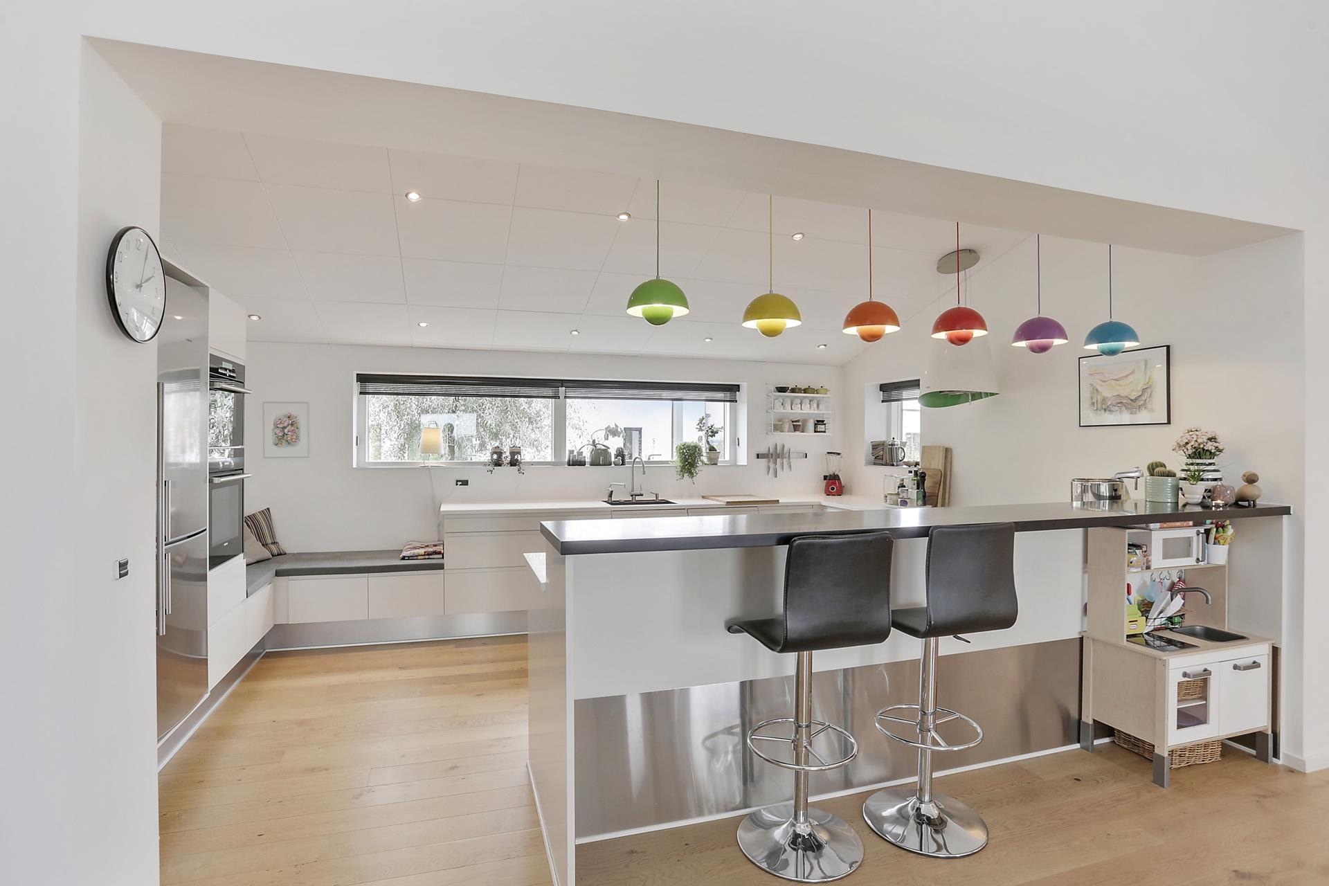 Toque de color en una cocina blanca blog tienda - Cocinas vintage blancas ...