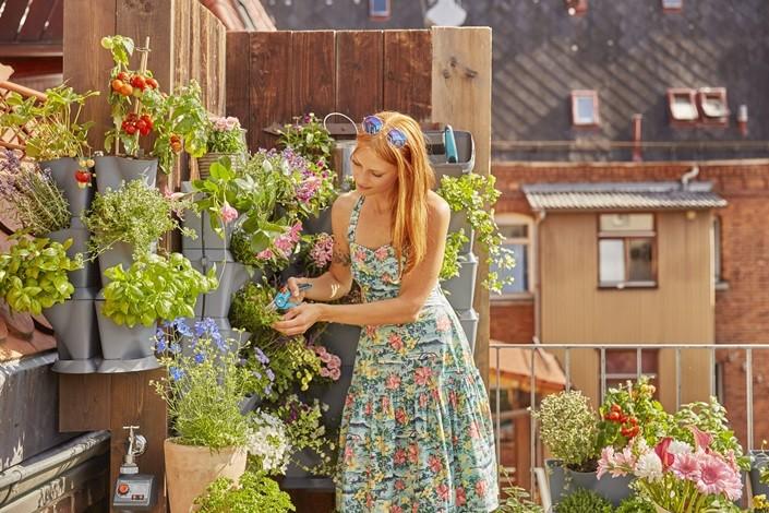 sistema modular plantas set macetas riego automático plantas balcón jardineria urbana jardín vertical diseño exteriores decoración exteriores city gardening accesorios jadín