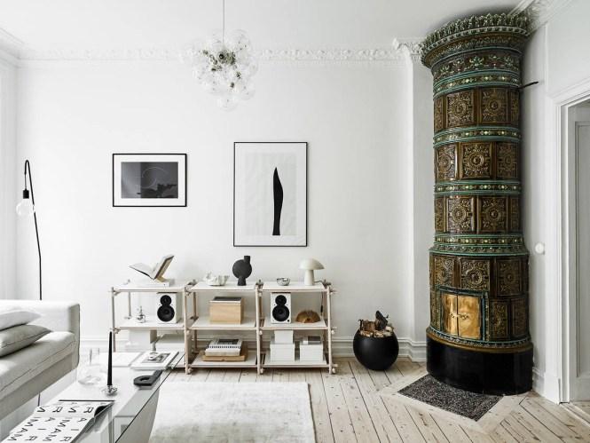 salón nórdico salon luminoso alegre iluminación salón estantería baja decoración salones chimenea sueca
