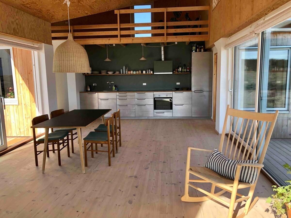 Arquitectura de casa de vacaciones en Klitmøller, Dinamarca
