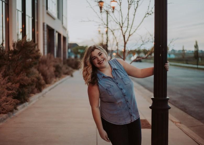 Photography | Senior | Lifestyle Photography | Senior photography | Utah photographer | Utah Senior | Senior Photography Poses | Dellany Elizabeth | Utah Blogger
