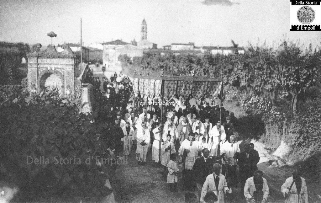 EmpoliVecchio, In Una Processione Prima Della II° Guerra