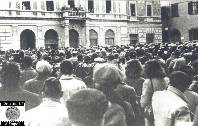 Fondo Caponi Empoli, Vol 2 Pagina 26: I Comizi Del Dopoguerra In Piazza