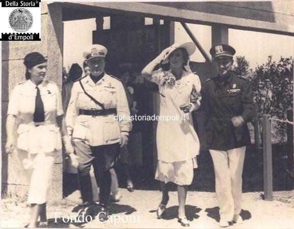 Fondo Caponi Empoli, Vol 2 Pagina 2: Presentazione Mostra Attività Empolesi E Una Processione Funebre