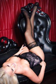 boudoir session corset black leather couch