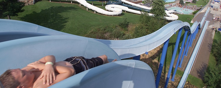 Vertical Waterslides As Presented By Meadowbrook Resort & Dells Packages In Wisconsin Dells
