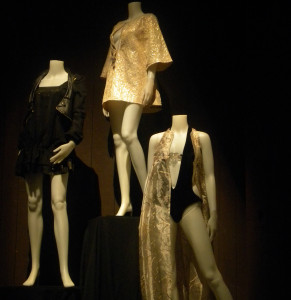 ON DISPLAY: Mannequins display trends in fashion. PHOTO BY EVELYN PALACIO