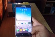 Samsung Galaxy E7 Duos on Hands