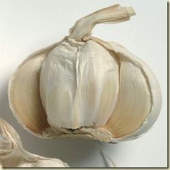 Garlic_cloves