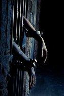Depuis quand sont enchaînés ces pauvres prisonniers ?
