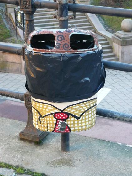Même la plus basique des poubelles publiques devient une oeuvre d'art design, à Stockholm !