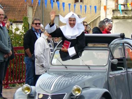 La bonne soeur du Gendarme de Saint-Tropez en Deuch'
