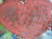De nombreuses preuves d'amour sur ce fameux mur...