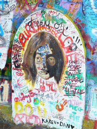 Le mur Lennon est une sorte de mémorail informel à John Lennon.