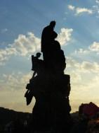 Des statues veillent sur le pont Charles...