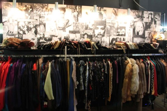 Too Many Vintage propose des centaines d'articles vintage et fashion.