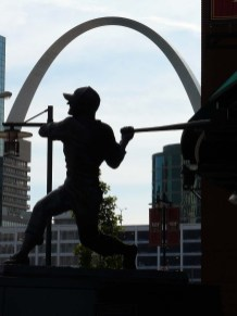 Saint-Louis, sa célèbre arche et son stade de baseball.