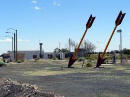 Twin Arrows est caractérisé... par deux flèches géantes, comme son nom l'indique.