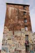 Peinture murale représentée par la Cité de la Création.