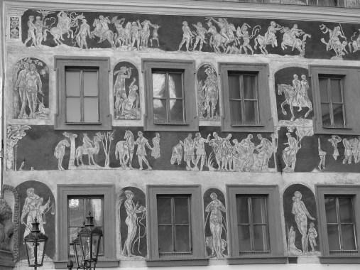 Une façade richement décorée.