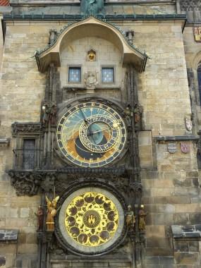 L'horloge astronomique de l'hôtel de ville.