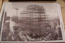 Photo d'époque de la construction des Gratte-Ciel.