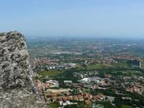 Vue imprenable sur les hauteurs de Saint-Marin.