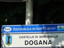 Saint-Marin est un état enclavé dans l'Italie.
