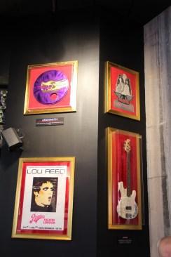 Objets ayant appartenu à Lou Reed et Aerosmith