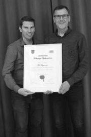 De Singer ontving in 2018 de Rijkevorselse Cultuurprijs (op de foto: vrijwilligers-medewerkers Jan Huybrechts en Ruud Vervoort)