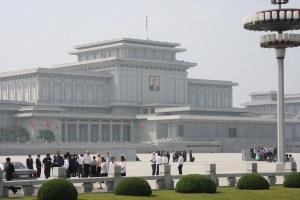 Kumsusan_Memorial_Palace_demagaga