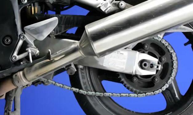 Como limpiar y engrasar la cadena de una moto