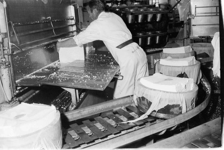 Kaasfabriek Lutjewinkel - Foto: Geheugen van Nederland