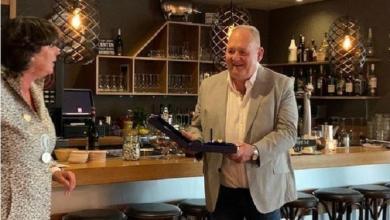 Photo of Kees van Noorloos ontvangt eindelijk zijn lintje