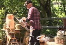 Photo of Houtkunstenaar in Rundveemuseum op zondag 16 augustus