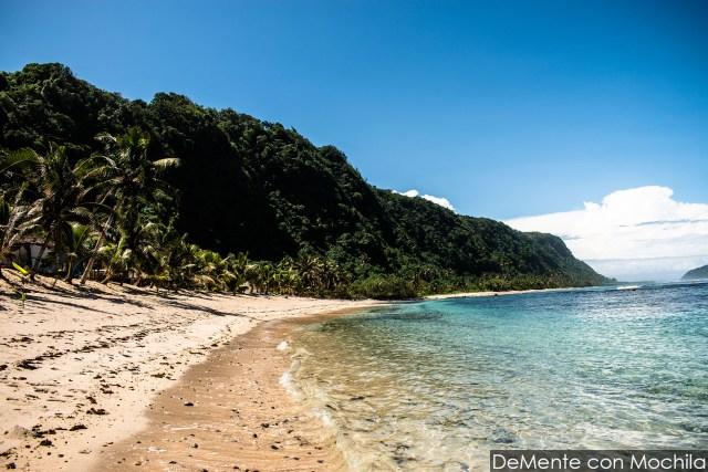 Playa costa este de Upolu. Uno de los lugares donde el tsunami de 2009 pegó con mayor violencia.