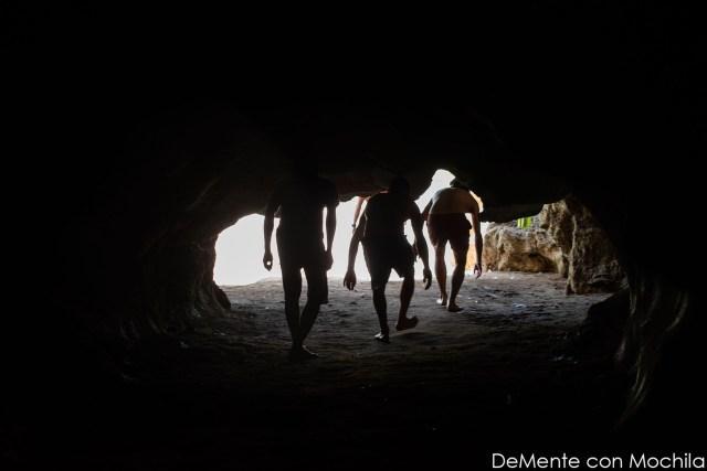 Saliendo de la cueva.