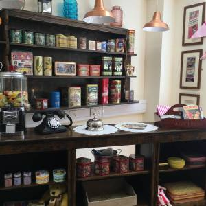 THEMED ROOMS - VINTAGE SHOPS