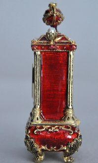Pendule rouge style Louis XV  Demeure et Jardin