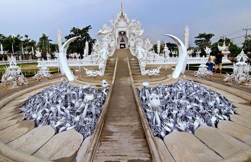 white temple wat rong khun buddhist thailand architecture 12 - Templo branco na Tailândia parece um conto de fadas