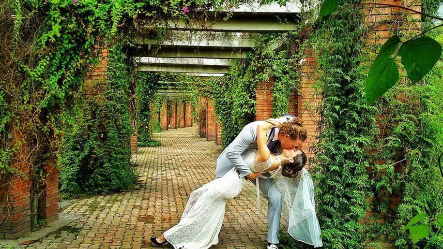 couple-wedding-around-the-world-travel-cheetah-rhian-15