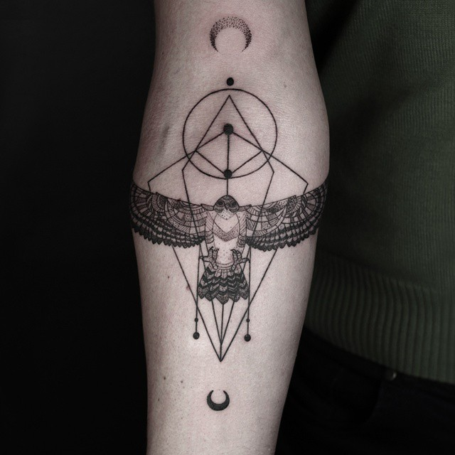 line-dot-black-white-animal-geometric-tattoos-okan-uckun-turkey-15