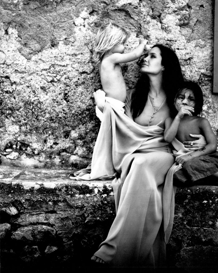 black-white-family-pictures-brad-pitt-angelina-jolie-1